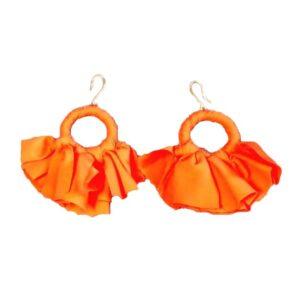 Orecchino orecchino a fiocchi fatto artigianalmente colore arancione.