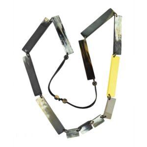 Collana linea luxory lunga rettangolare giallo e vari colori.
