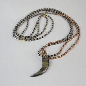 Collana con corno a mezza luna nero,perline nero/multicolor