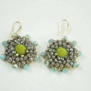 Orecchino Produzione artigianale con perline stella colore verde acido.