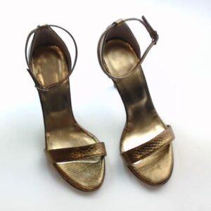 Sandalo n.37 pitone colore oro.