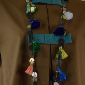 Collana donna nome articolo ibiza con con monetone,giummi e nappine colorate collezione primavera estate 2019 nostra produzione artigianale.
