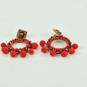 Orecchino con pon pon rossi a cerchio con palline colorate rosso e vetro nostra produzione artigianale collezione primavera estate 2019