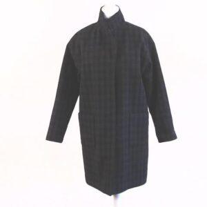 Cappotto fatto a mano nostra produzione Tg.unica colore nero a scahi grigio scozzese,cinque bottoni due tasche laterali.