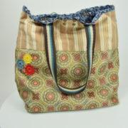 Borsa artigianale di nostra produzione fatta a mano con vari tessuti colore verde azzurro fiori fantasia